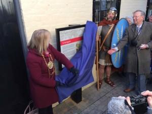 The Mayor unveils the Scheregate interpretation board